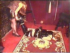 Alison und Herrin Melanies - Seil-Bondage sowie Overknee