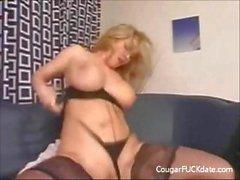 Büyük Titted Cougar Her Pussy Fucked Hard alır