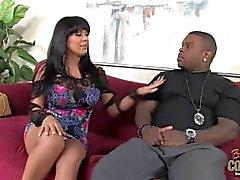 Peituda Sienna West recebe Creampie anal de gordura galo negro