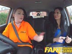Falso Driving School procace lesbica ex detenuto mangia esaminatori caldo figa in prova