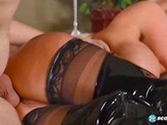 Freches Mutter Sally D`Angelo gibt Blowjob Hot ihr Stiefsohn