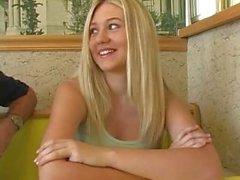 Alison Angel blinkendes auf Restaurant