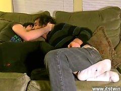 Sexuels gays à chaud Aron apparaît beaucoup trop bienheureuse au lui adonner à son