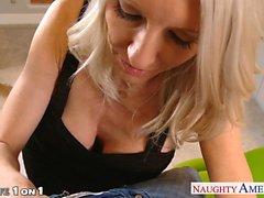 Busty blonde Hausfrau Emma Starr nehmen Schwanz im POV