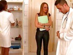 Blauen Engel und Katia de Lys besitzen ein wilder Dreiersex an der Klinik
