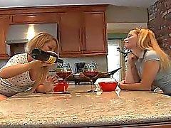 De dos Chicas de seductoras sexy que lamen los demás coño !