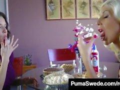 1960's Duo Puma Swede & Veronica Avluv fazem um Pussy Pie Bake!