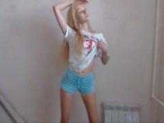 webcam sıcak sarışın dans / onun adı nedir?