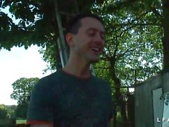 Petite brunette francaise sodomise et fistee dans le jardin