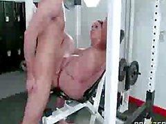 Milf madura follada en su sesion de ejercicios