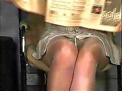 Pantyhose upskirt, sin bragas