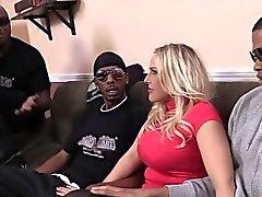 Ангел Allwood Получает Ее задница разоренной черных мужчин