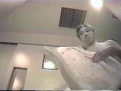 versteckte cam im Umkleideraum einer japanischen öffentlichen Dusche