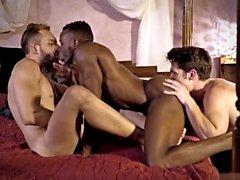 Big dick homoseksuaali kolmikko kanssa cumshot