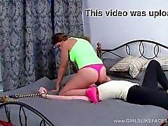 Lesbian monta escravos enfrentar