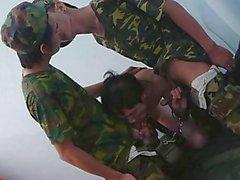 Asiatique Des soldats 3Way Fétiche Interrogatoire Technique
