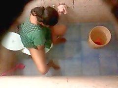 Бангла Desi соседа Aunty купание и туалетом скрытая камера