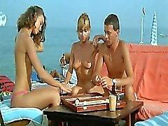 Valerie Kaprisky novo nude nos mostra os seios nus , e bunda