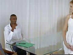 Oscurati Biondi assistente personale di Shawna Lenee ama gli uomini nera