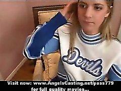 Amateur erstaunliche blond Cheerleader tun blowjob wird schwer durchgefickt