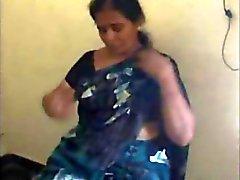 Indiano maduro Tamil bhabhi ficar nu e dá bj e foder a amante