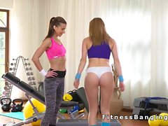 Personal trainer licks perfect ass babe at the gym
