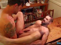 flip flop gay chaud avec éjaculation anale