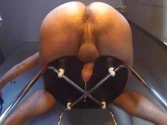 Mjölker min prostata med en stor metalldildo (Njoy purewand)