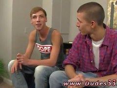 Hot emo anal tubo gay Jordania y Marco empezar las cosas con algunos besos,
