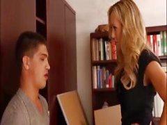 Prachtige Blonde MILF leraar Shows Tight Body
