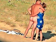 Vid oculto de casal francês quente na praia parte 7
