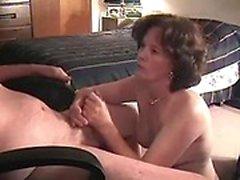 Erwachsene Dame fickt mit Kerl auf Viagra