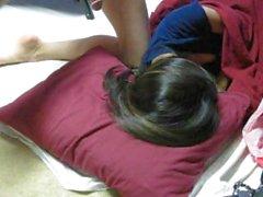 Menina asiática dormindo assim eu acaricio meu pau para ela, Cô gái ngủ