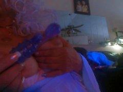 Shhh pai está dormindo, enquanto eu jogar com minha buceta.