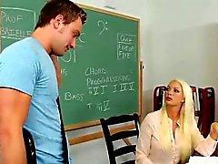 Professor de MILF Sexy Fodido pelo Stud Jovem