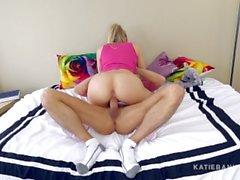 Katie Banks (Чертов лил сестренка - секреты, взятки, решается и признания)