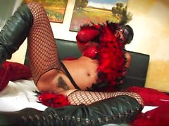 Чарли одет некоторое сексуальное женское белье - Сцена 1 Предпросмотровые