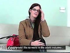 Brillenbär Baby ficken Sex die auf Sofa