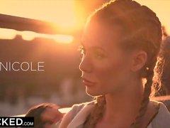 Kuuma höyryinen interracial-toiminta Nicole Anistonsin paksuilla rasvapäillä