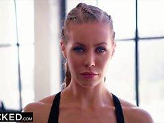 Heiße dampfige Interracial Action mit Nicole Anistons dicker dicker Beute