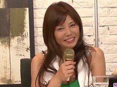 Karen Natsuhara ama una gran polla asfixiándola