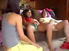 3 ragazze divertire gioco di del pulsante di l'amore