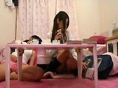 Yaramaz Japon bebek bir s lanet önce bir yapay penis ile oynuyor