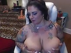 BBW mature put hitachi inside her pussy