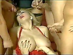 rondborstige babes Tiziana Redford & Jay La Belle