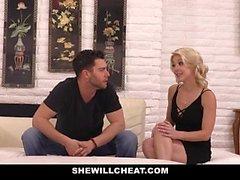 SheWillCheat - мягкая Зрелые киска получает толченый