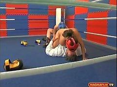 Geiler Boxkampf mit Riesentitten !