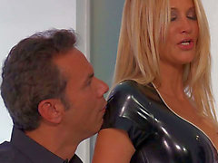 Sexy mother I'd like to fuck Jessica Drake in darksome latex outfit