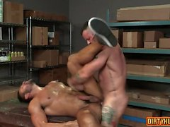 anal oso Muscle con corrida anal