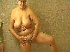 granny masturbate herself with a toy in bath